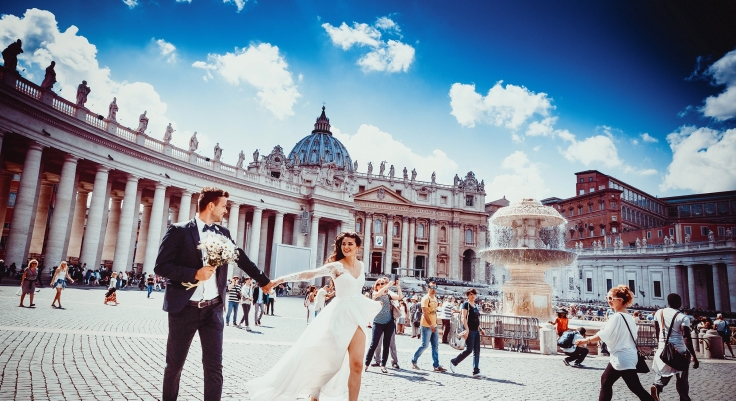 30 Best Wedding Dance Songs to Pump Up Your Reception